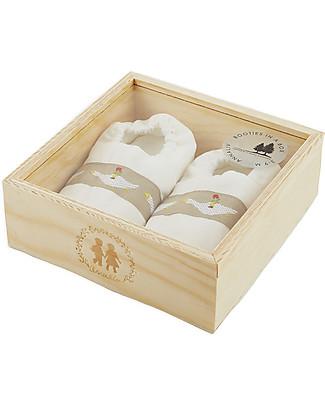 Annaliv Booties in a Box, Pantofoline Baby in Cotone Bio, Bianco – Confezione regalo in legno! Scarpe