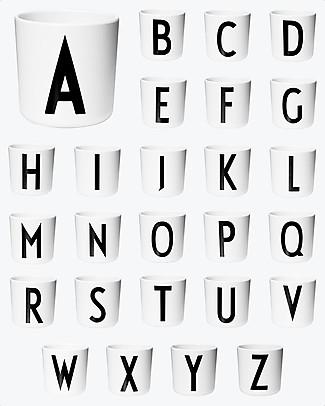 "Design Letters & Friends Bicchiere in Plastica con Lettera A-Z - Collezione ""AJ Vintage ABC"" by Arne Jacobsen null"