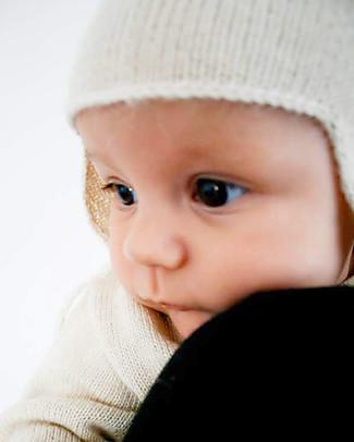 Esencia Cappellino con Paraorecchi e Coccinella, Avorio (6 mesi)– 100% lana di alpaca Cappelli