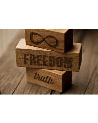 """Wooden Story Blocchi """"On My Mind"""" Freedom/Truth - Legno Naturale - Un augurio di pace, amicizia e serenità Construzioni In Legno"""
